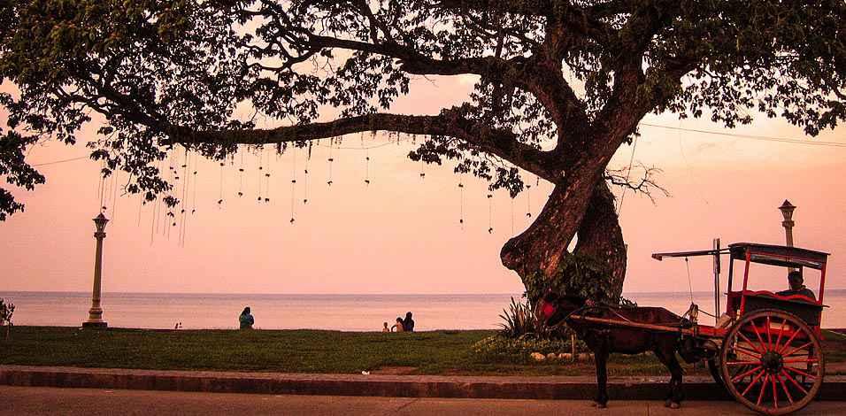 dumaguete-rizal-boulevard-waterfront-956x470