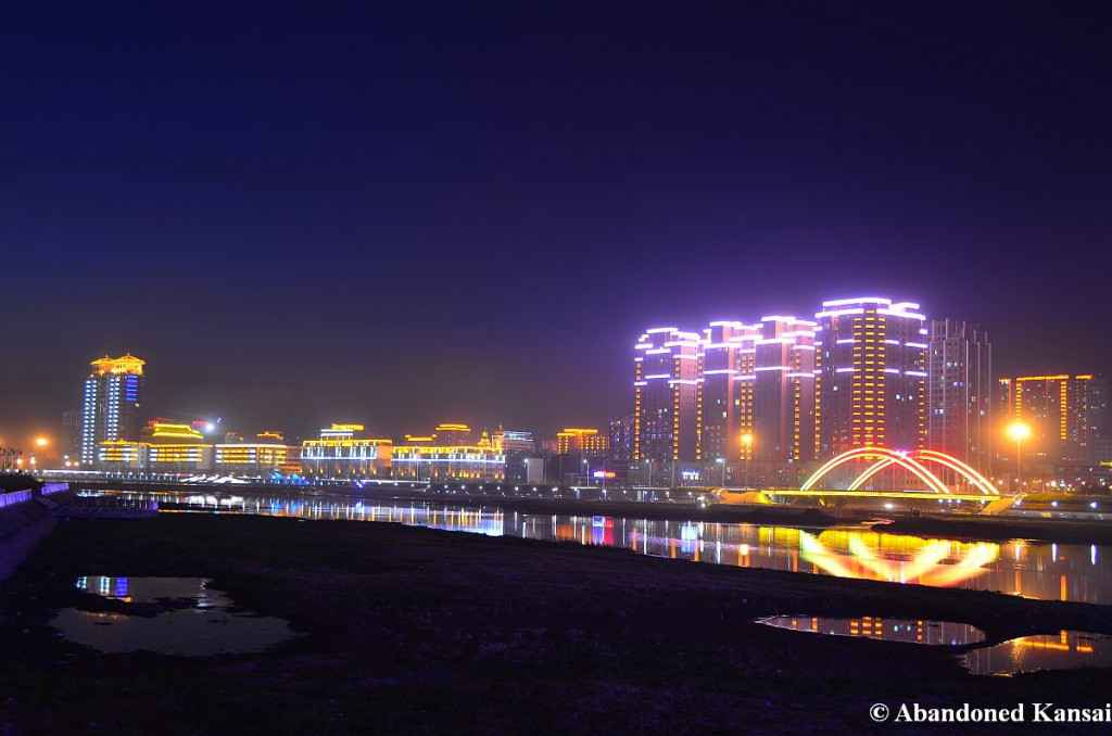 yanji-at-night-ve-may-bay-di